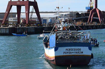pescador perseguido 0698